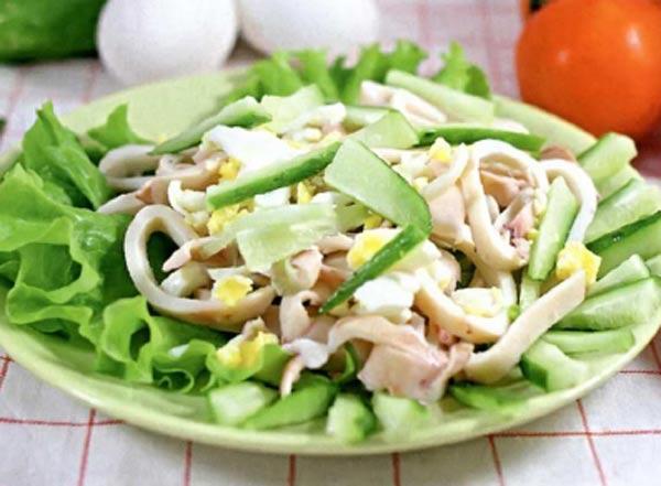 Салат с кальмарами и свежим огурцом и с яйцом